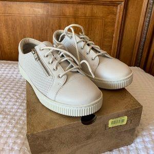 Born Tamara Style Tennis Shoes